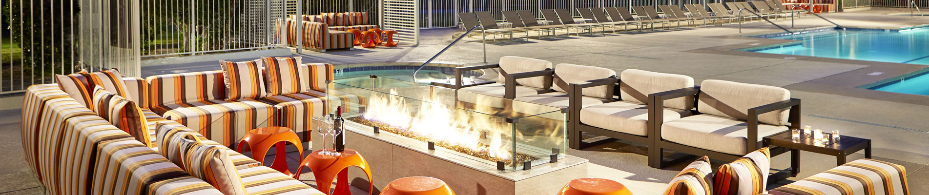 enjoy great amenitites like this outdoor firepit at DoubleTree Golf Resort Palm Springs Area